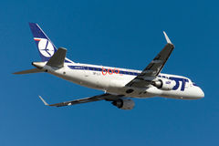 SP-LII LOT Polish Airlines Embraer 170-200LR Stock Afbeeldingen