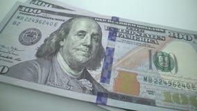 Sp?rningmakroen av framsidan f?r Benjamine Franklin ` s p? USA ett hundreed dollarr?kningen Bakgrund f?r US-dollar arkivfilmer