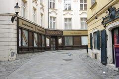 Sp?rvagn p? den Bratislava gatan royaltyfri foto