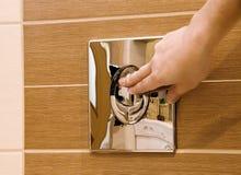spłukiwanie toalety Fotografia Stock