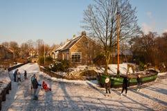 Spaß auf dem Eis in den Niederlanden Stockbild