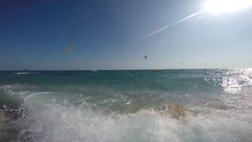 Spaß auf einem Strand in Barcelona stock footage