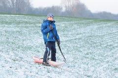 Spaß auf erstem Schnee stockbilder