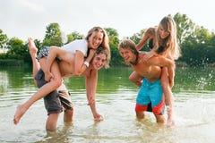 Spaß in dem See Stockbilder
