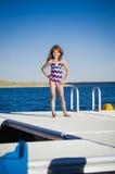 Spaß in dem See auf Dock Lizenzfreies Stockfoto