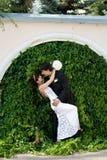 Spaß der Braut und des Bräutigams Lizenzfreies Stockfoto