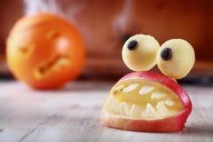 Spaß-furchtsamer selbst gemachter Halloween-Tischschmuck Stockbild