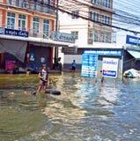 Spaß im Flutwasser Lizenzfreies Stockfoto