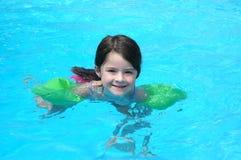 Spaß im Pool Lizenzfreie Stockfotografie