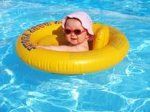 Spaß im Pool Lizenzfreies Stockfoto