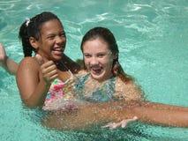 Spaß im Pool Stockbild
