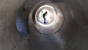 Spaß im Tunnel Stockbild
