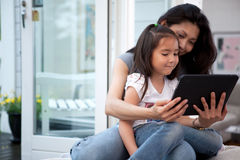 Spaß mit Digital-Tablette Stockfotos