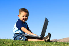 Spaß mit Laptop Lizenzfreies Stockbild
