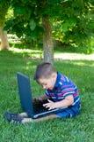 Spaß mit Laptop Lizenzfreie Stockfotografie