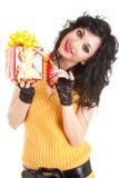 Spaßfrau mit Geschenk Stockfotos