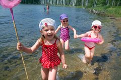 Spaßkinder auf dem Strand Stockfotos