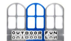 Spaßmitteilung im Freien mit blauer Tür Stockfotos