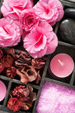 SPA και aromatherapy σύνολο στο μαύρο κουτί Στοκ εικόνα με δικαίωμα ελεύθερης χρήσης