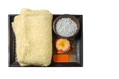 SPA και wellness που θέτουν με τα λουλούδια, την πετσέτα και το κερί Στοκ Εικόνες