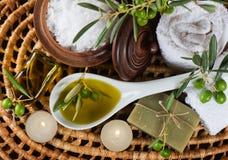 SPA και wellness που θέτουν με τα φρούτα, το έλαιο και το άλας ελιών Κορυφή β Στοκ εικόνα με δικαίωμα ελεύθερης χρήσης