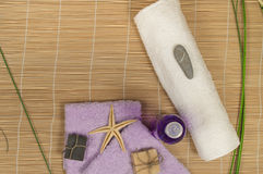 SPA και Wellness που θέτουν με το φυσικό σαπούνι, μπαμπού πετσετών πετρών Στοκ φωτογραφίες με δικαίωμα ελεύθερης χρήσης