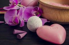 SPA και wellness που θέτουν με το φυσικό σαπούνι Στοκ φωτογραφίες με δικαίωμα ελεύθερης χρήσης
