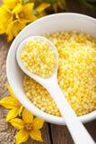 SPA με τα κίτρινα βοτανικά μαργαριτάρια και τα λουλούδια λουτρών Στοκ εικόνα με δικαίωμα ελεύθερης χρήσης