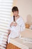 SPA - νέος θηλυκός χρήστης στο μασάζ wellness Στοκ Εικόνα