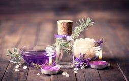 SPA που τίθεται με lavender το aromatherapy πετρέλαιο Στοκ εικόνα με δικαίωμα ελεύθερης χρήσης