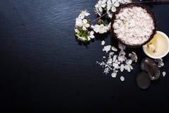 Spa begrepp på en mörk bakgrund Royaltyfria Bilder