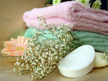Spa essentials (soap and towels with pink flowers) Royalty Free Stock Photos