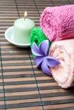 Spa handdukrullar och blomma Royaltyfria Foton