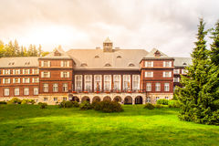 Spa hus Libuse i Karlova Studanka brunnsortsemesterort, Hruby Jesenik, Tjeckien Royaltyfri Fotografi