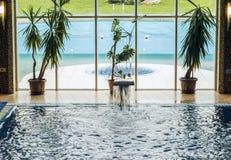 SPA komplex med simbassängen placera avkoppling royaltyfri fotografi