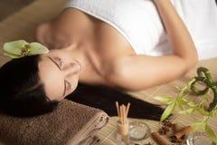 Spa kvinna i skönhetsalong Royaltyfri Fotografi
