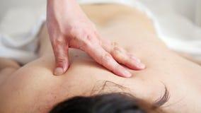 Spa Mano masculina que hace masaje metrajes
