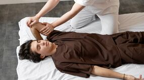Free Spa Massage For Men`s Hands Royalty Free Stock Photography - 204626347