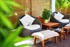 Spa massagesalong Trädgårds- terrass i skönhetmitt inre Arkivfoton
