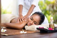 Spa och massagebehandling royaltyfri fotografi