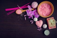 Spa och wellnessinställning med naturlig tvål Arkivbilder
