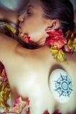 Spa.portrait młoda piękna kobieta w zdroju środowisku obrazy stock