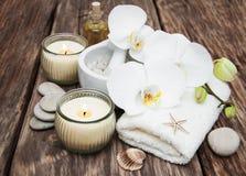 Spa produkter med orkidér Arkivbild