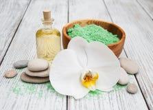 Spa produkter och vita orkidér Royaltyfria Foton