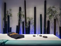 Free Spa Room With Bamboo Decoration For Relaxation Royalty Free Stock Photography - 192868937