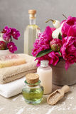 Spa set: bottles of liquid soap and essential oil, soft towels a stock photography