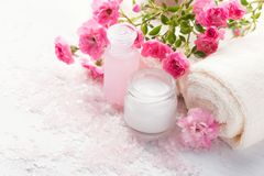 Spa setting with   branch of  small  pink roses. Royalty Free Stock Photos