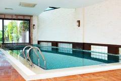 Spa simbassäng på det lyxiga hotellet Arkivfoton