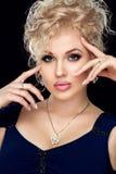Spa, skönhet, skincare, wellness och hälsa Glamournärbildstående av den härliga kvinnamodellframsidan med sund renhet arkivbild
