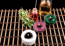 Spa stilleben med aromatiska stearinljus på svart bakgrund Royaltyfria Bilder